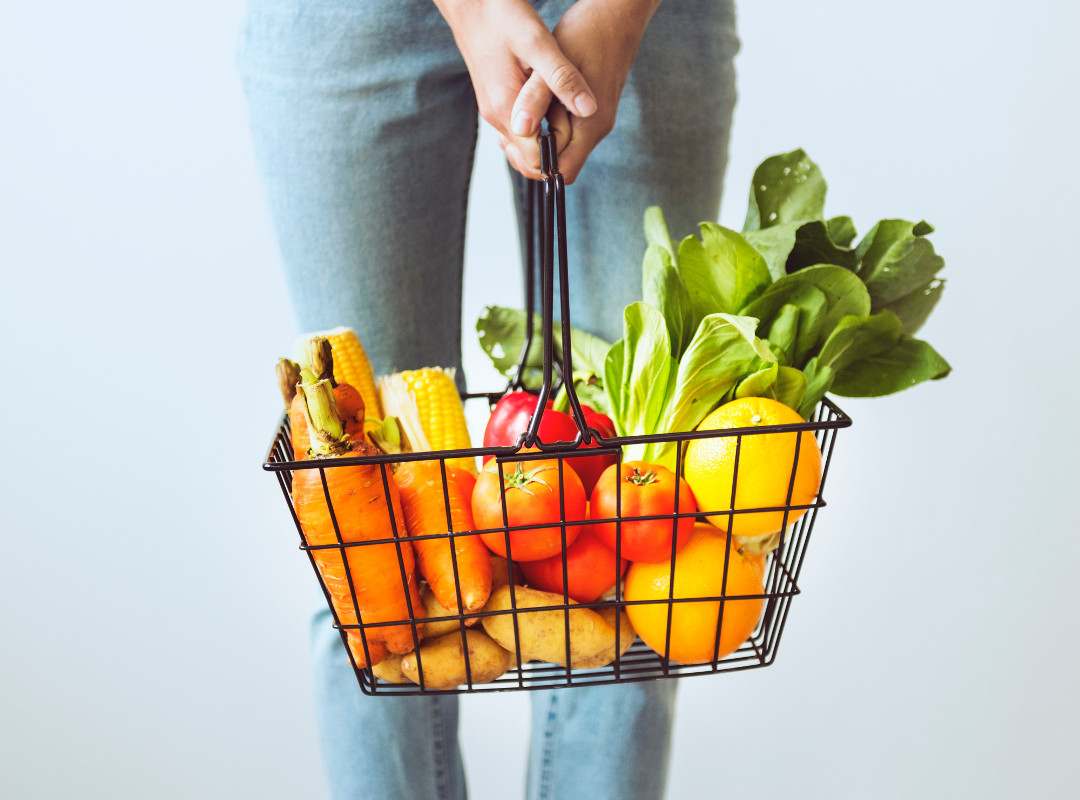 fuit-and-vegetables-in-a-basket